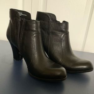 Clark's Black Leather Claire Booties NWOB size 6